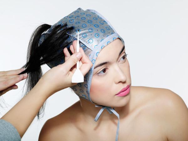 Мелирование волос через шапочку фото