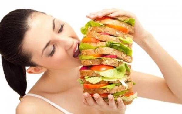 Вредная пища может спровоцировать выпадение волос и бровей