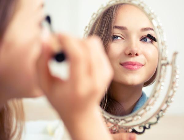 Вы, как и прежде, можете использовать свои любимые средства декоративной косметики (тушь, кремовые тени и гелевые подводки), которые требуют участия двухфазных жидкостей при демакияже