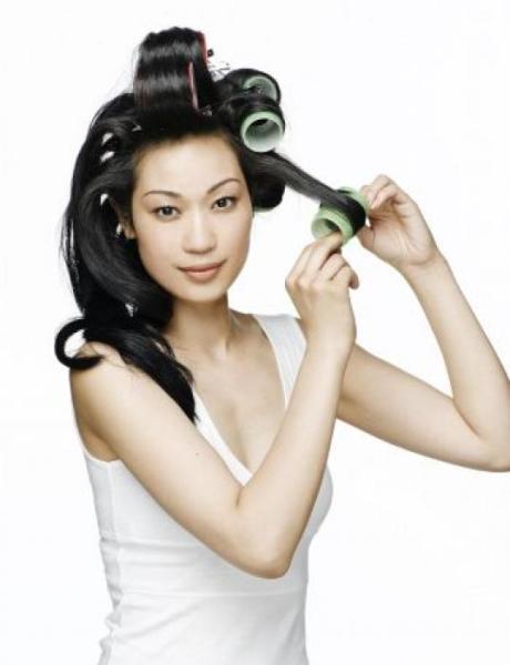 Выбирайте оптимальный для себя вариант создания кудрей, чтобы поразить всех окружающих красотой причёски