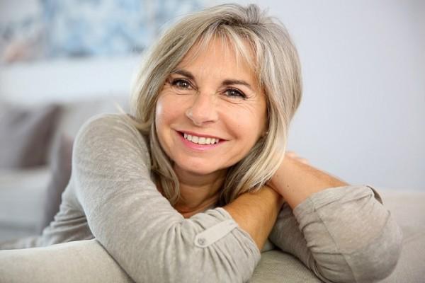 Выпадение волос не всегда является симптомом заболевания, особенно важно это помнить женщинам климактерического возраста