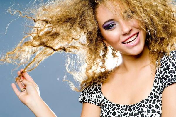 Вьющиеся волосы очень плохо поддаются укладке