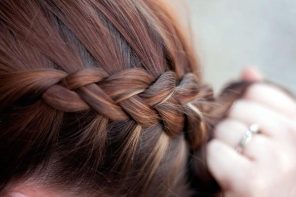 Вывернутые косы завоевывают все большую популярность по всему миру