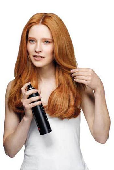 Как сделать объем на волосах при помощи лака