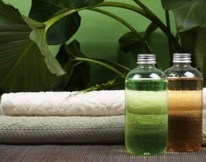 Основа домашнего шампуня может быть жидкой и порошкообразной. Последняя требует разведения согласно инструкции производителя, но из него так же получается хороший шампунь для сухих волос