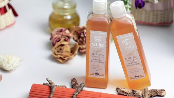Аналогичным действием обладает медовый шампунь, например, от органического бренда White Mandarin