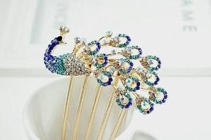 Бабочки, птицы и стрекозы – самый популярный вид декорирования романтических гребней