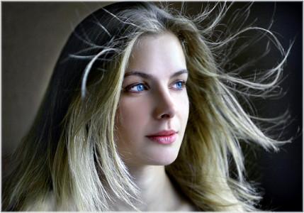 Бальзам-кондиционер способен избавить от неприятного явления электризации волос