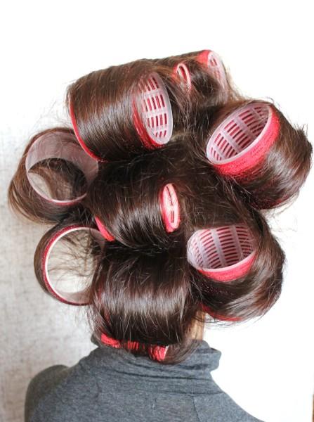 Благодаря особому покрытию липучек не требуется дополнительные фиксаторы для их крепления на волосах