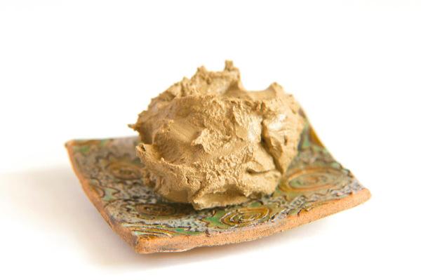 Более десятка ценных минералов содержит и желтая глина для волос.