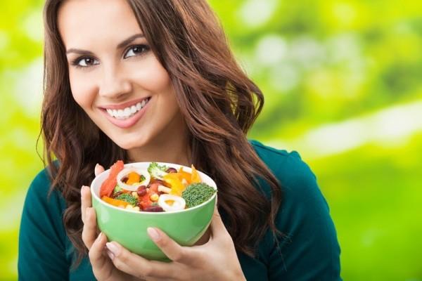 «Быстрая» и несбалансированная диета – это прямой путь к выпадению волос, слоению ногтей и увяданию кожи