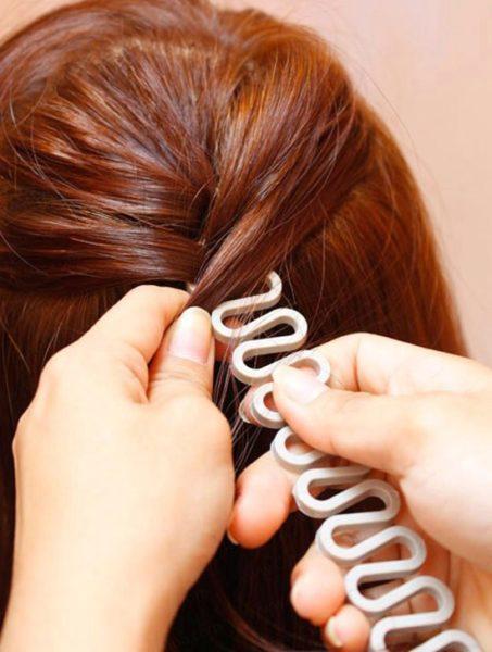 Бюджетная цена аксессуаров для легкого плетения в пределах 100 руб. делает создание причесок доступным каждой девушке