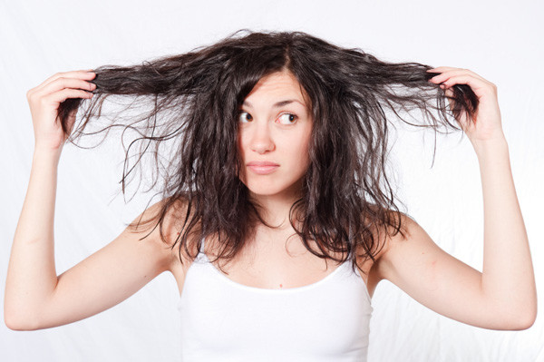 Частое накручивание принесет волосам немало проблем