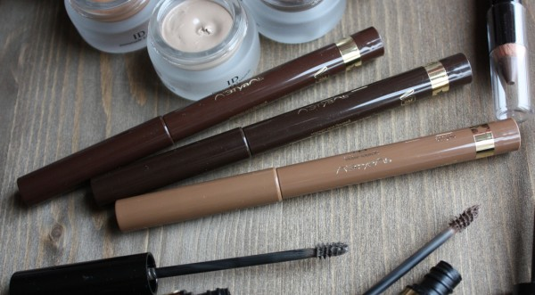 Четкие, хорошо проработанные брови являются завершением макияжа