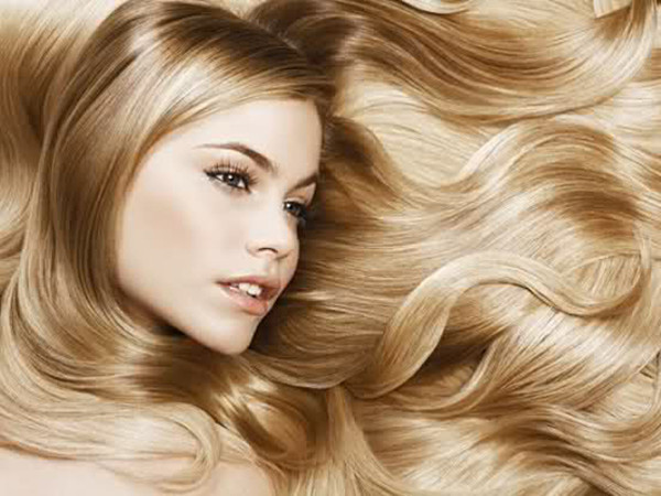 Чистка волос от секущихся кончиков сохраняет длину прядей и убирает все посеченные участки