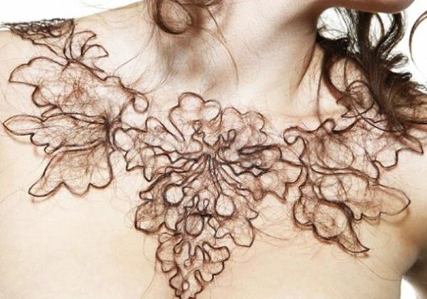 Что делать если на груди растут волосы{q} Этот вопрос в одинаковой мере интересует как мужчин, так и женщин.