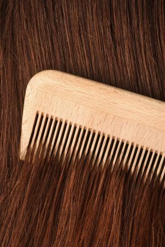 Деревянный гребень + сухие волосы – это оптимальное расчесывание