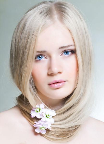"Девушка со светло-русыми волосами (цветотип ""лето"")."