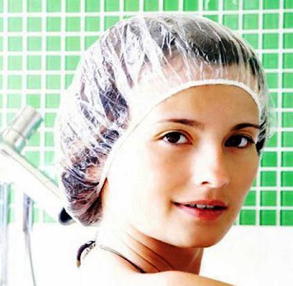 Для большей эффектовности оберните волосы полиэтиленом