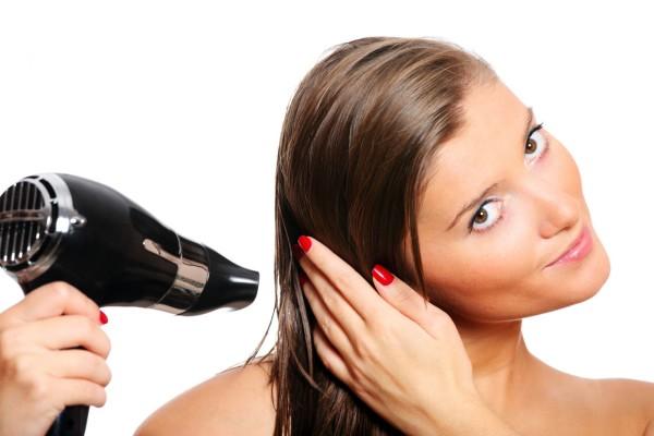 Для использования горячих бигуди рекомендуется подсушить волосы