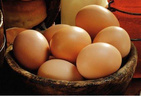 Для масок лучше использовать домашние яйца