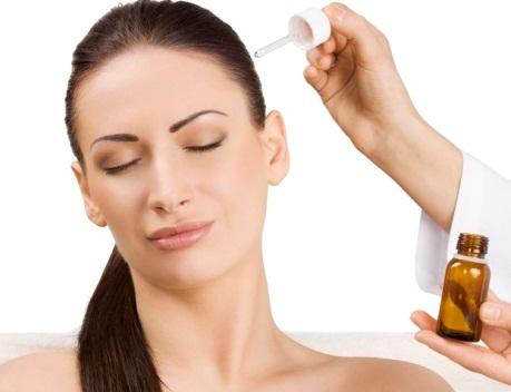 Для нанесения на кожу головы маски на основе перцовой настойки рекомендуется использовать пипетку или ватный диск.