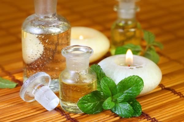 Для обогащения домашнего средствасобственного приготовления можно использовать различные эфирные масла