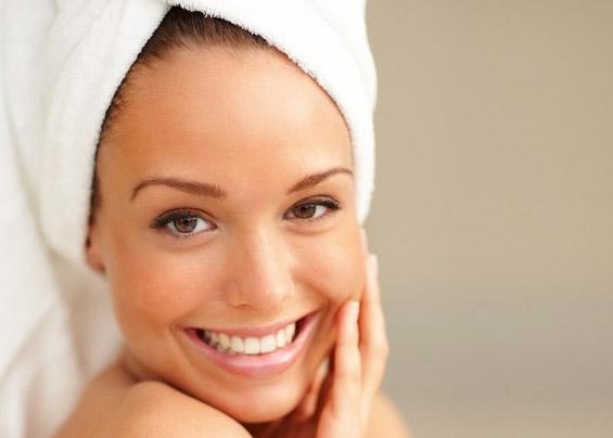 Для усиления эффекта от масок голову необходимо утеплить махровым полотенцем.