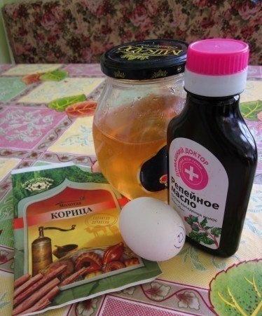 Добавим в мед для волос с корицей еще и яйцо с репейным маслом.