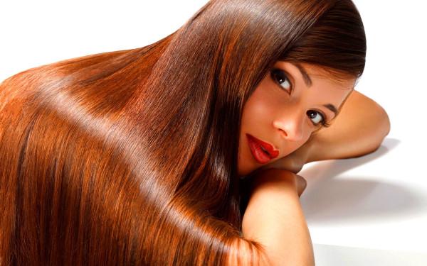 Добиться эффекта сияющих волос как на фото можно при помощи специальных шампуней для ламинирования