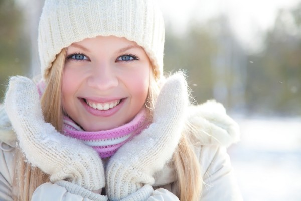 Домашние маски – отличный способ поддержать волосы в зимний период. Никогда не ухаживали за локонами с помощью отварного картофеля? Самое время попробовать!