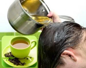 Достаточно регулярно споласкивать голову чайным отваром, и вы заметите, насколько здоровее стали ваши локоны.