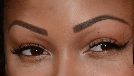 Эффектная форма и насыщенный цвет бровей станут главным украшением вашего лица