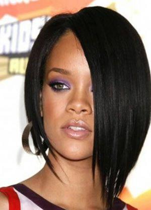 Эффектным решением для юной модницы станет косая челка на бок на средние волосы.