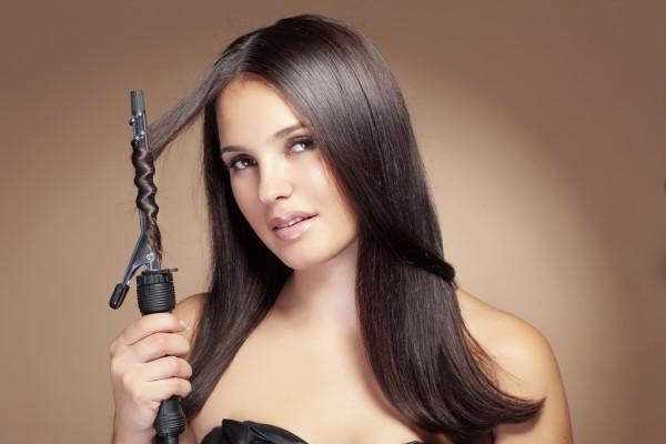 Еще одна модель спиральной плойки, которая поможет превратить волосы в облако мелких завитков