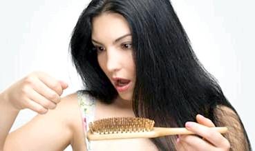 Если выпадает более 100 волос в день – пора бить тревогу