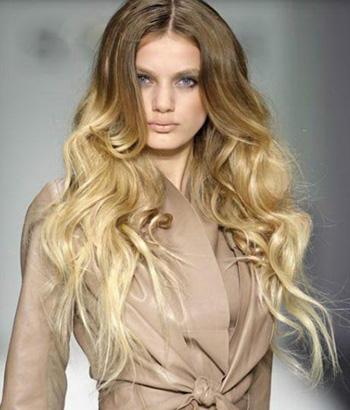 Это Шатуш на русые волосы. Обратите внимание, какой гармоничный переход получается, когда натуральный цвет и цвет мелирования отличаются лишь на 3-4 тона.