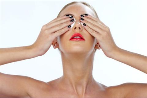 Ежедневно прикладывая растительные компрессы к бровям, вы значительно улучшите их состояние и предотвратите выпадение волосков