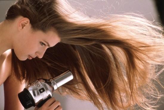 Фен для длинных волос просто необходим, он значительно сокращает время укладки.