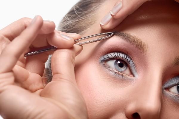 Форма бровей для круглого лица зависит от того, как выщипать волосинки