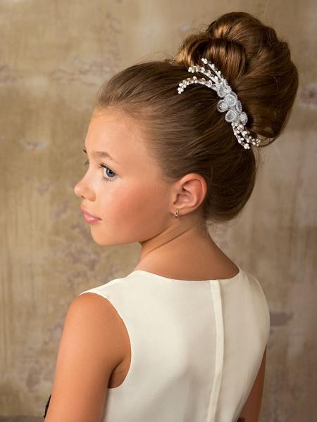 Фото элегантной прически для юной леди
