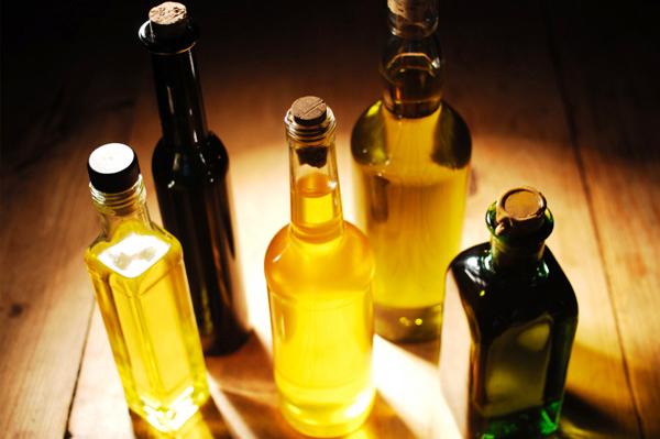 Фото масел, которые отлично справятся с ролью основы: коксовое, кунжутное, льняное, оливковое