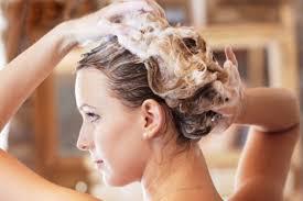 Фото: мытье волос нужно производить правильно
