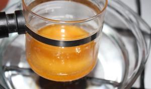 Фото процедуры разогрева меда на водяной бане