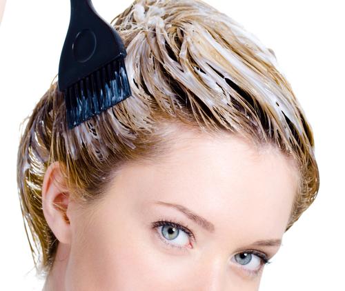 Фото: самостоятельное окрашивание волос – простой процесс, который легко освоить