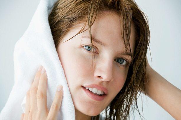 Фото сушки локонов с помощью полотенца