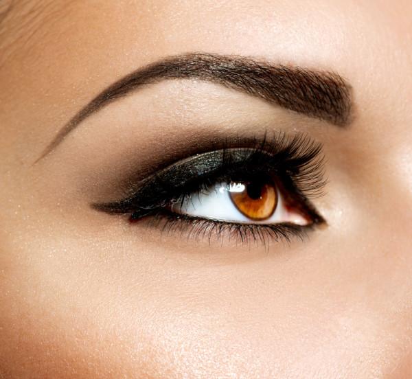Густые брови модной формы и насыщенного цвета – основа идеального образа.