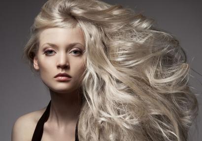 Холодный блонд без желтизны сложно получить без качественного осветления