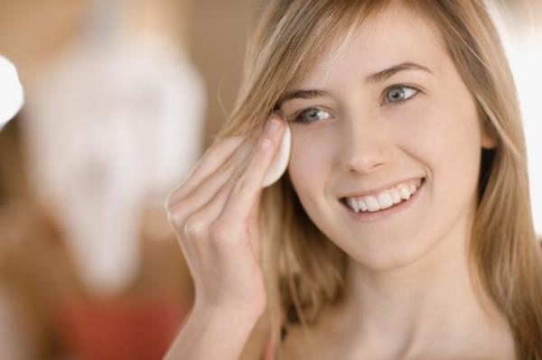 Хорошее средство для демакияжа поможет быстро и безопасно «снять» красоту