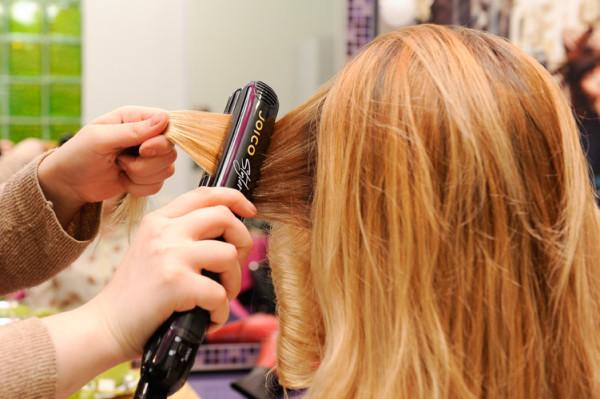 Инструкция к системам позволяет укладывать волосы такими же методами, как и натуральные